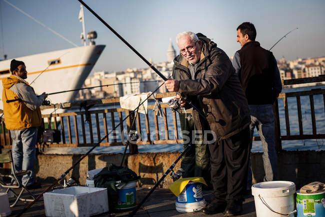 рыбалка на мосту галата