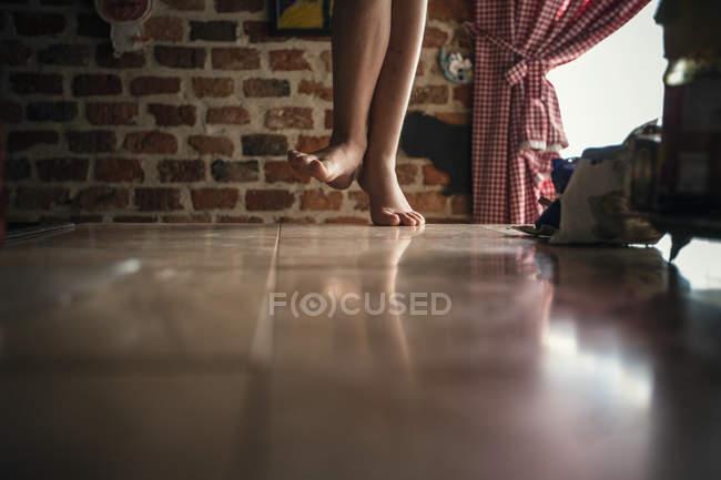Child walking on floor — Stock Photo