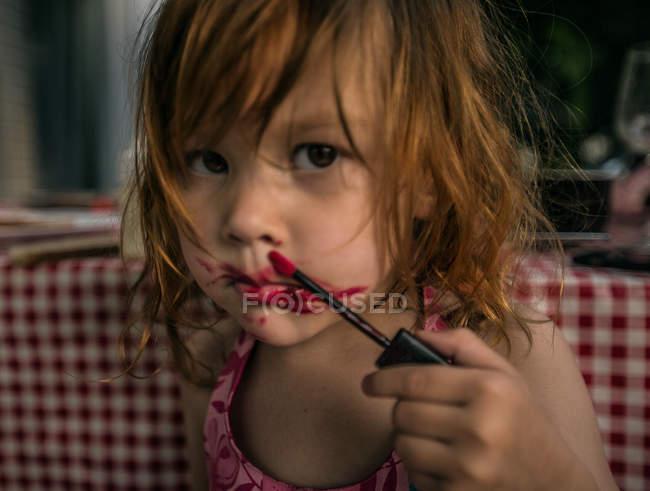 Redhead girl wth lipstick — Stock Photo