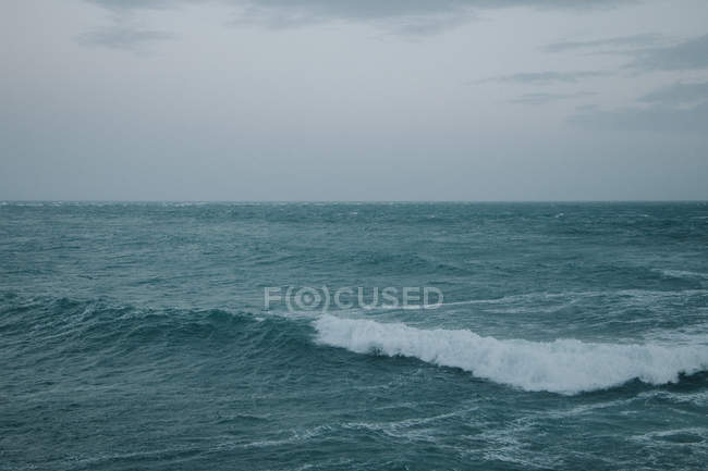 Ocean and rolling wave at Durdle Door — Stock Photo