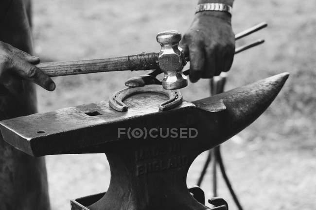 Un herrador de la historia del fabricante - foto de stock