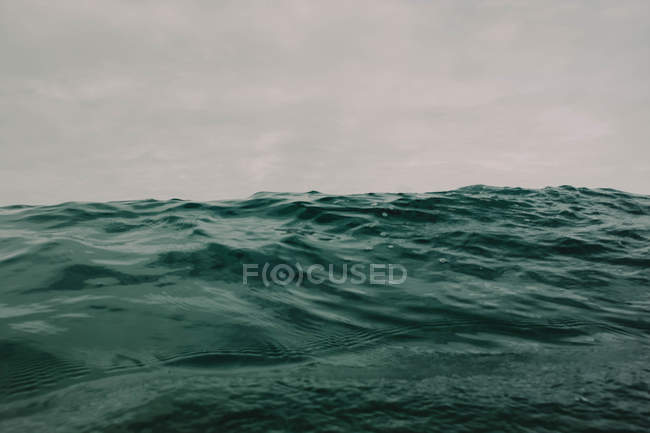 Ocean waves on overcast day — Stock Photo
