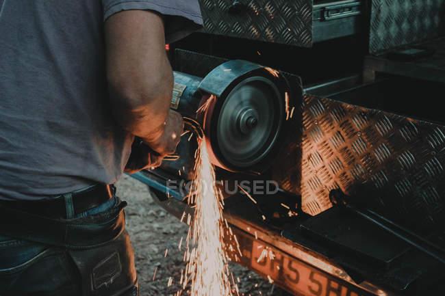 Schmied bei harter Arbeit — Stockfoto