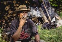 Adult man smoking — Stock Photo