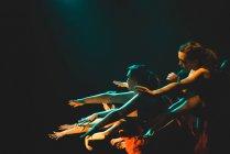 Actuación en el escenario en la universidad de Edimburgo - foto de stock