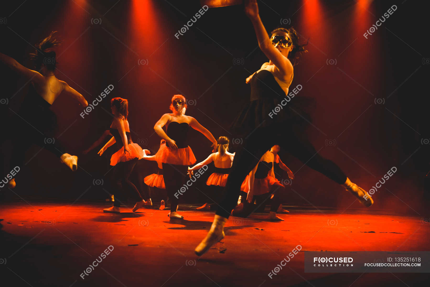 эту концепцию как фотографировать танцующих людей на сцене штукатурка эффектом грубых