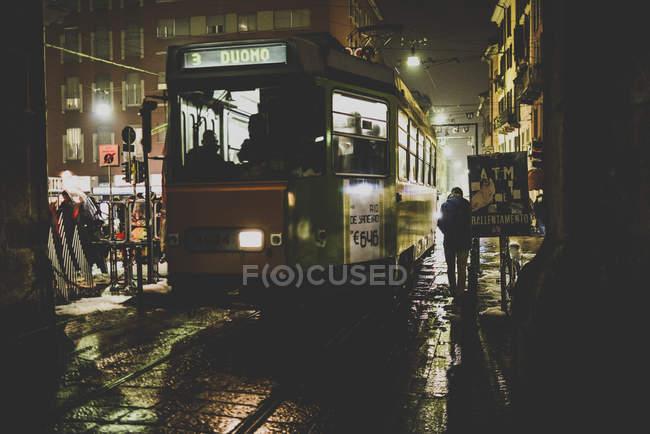 Трамвай номер три крейсерська на вулицях — стокове фото