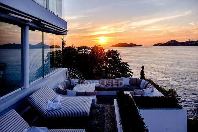 Beautiful sunset over sea — Stock Photo