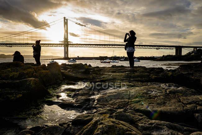 Золоті ворота мосту на заході сонця. — стокове фото