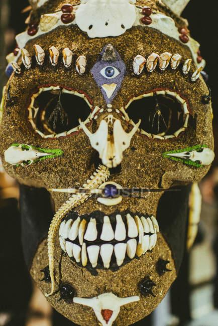 Cráneo decorado tradicional - foto de stock