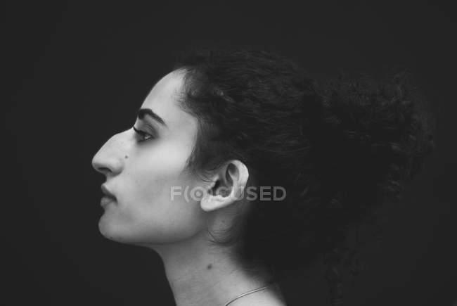 Арабская молодая женщина — стоковое фото