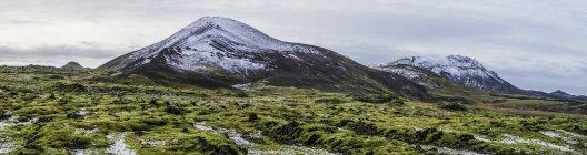 Roche volcanique zone snd montagnes lors d'un voyage autour de l'Islande, Europe — Photo de stock