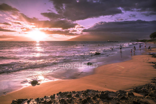 View of coastline during sunset, Kamaole Beach Park II, Maui, Hawaii, USA — Stock Photo