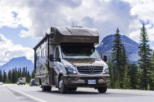 Driving a winnebago through the rocky mountains, Jasper National park, alberta, Canada — Stock Photo