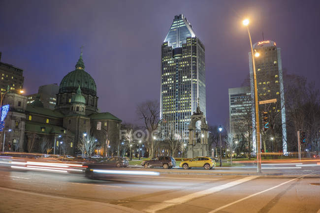 Innenstadt von kanadische Stadt in der Nacht im warmen Winter, Montreal, Quebec, Kanada — Stockfoto