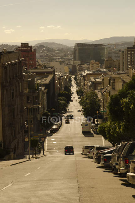 Via urbana Cerca in discesa durante il giorno, San Francisco, California — Foto stock