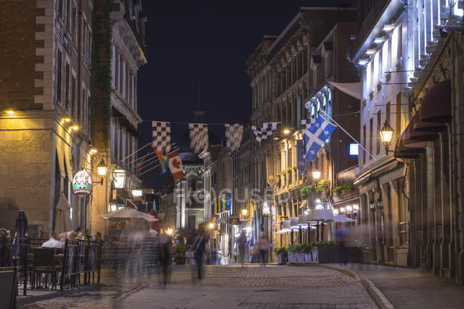 View of street with buildings and illumination at night, Montreal, Quebec, Canada — Stock Photo