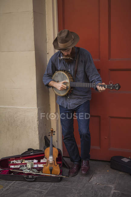 Local musician playing banjo, french quarter, New Orleans, Louisiana, USA — Stock Photo