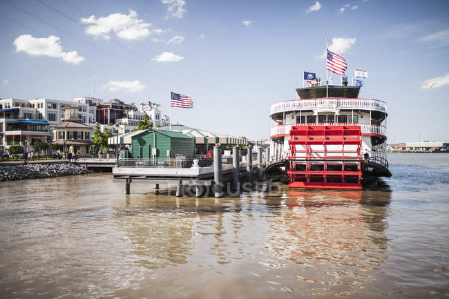 Steam ship on Mississipi river, New Orleans, Louisiana, USA — Stock Photo