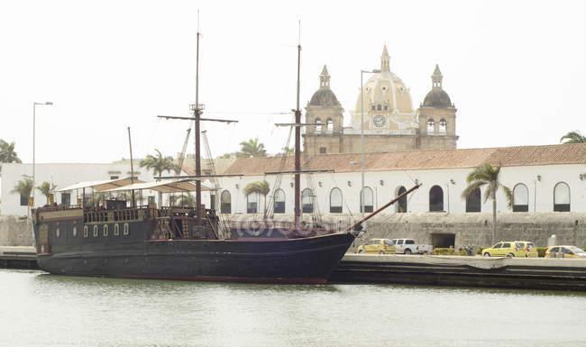 Bateau stationné dans le port lors d'un voyage autour de Panama, Amérique centrale — Photo de stock