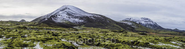 Volcanic rock area snd mountains while traveling around Iceland, Europe — Stock Photo