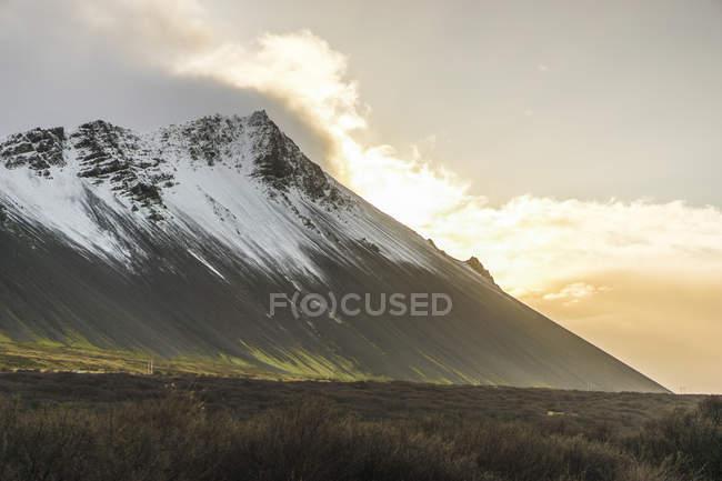 Blick auf Borgarnes Mountain in Island zu beobachten — Stockfoto