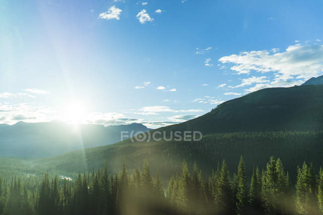 Observing view on rocky mountains of Canada — Stock Photo