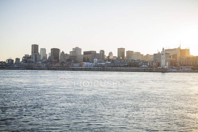 Cityscape of montreal from across the river, Montreal, Quebec, Canada — Stock Photo