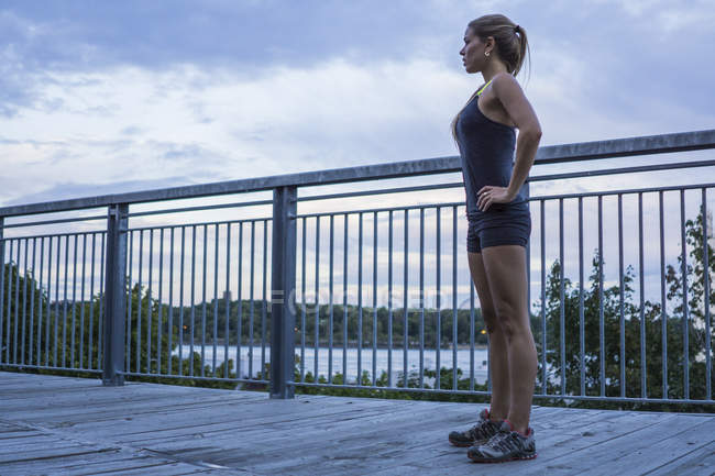 Blonde female working out on urban boardwalk — Stock Photo