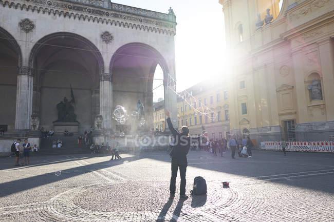 Straßenkünstler mit Bläschen, München, Deutschland — Stockfoto