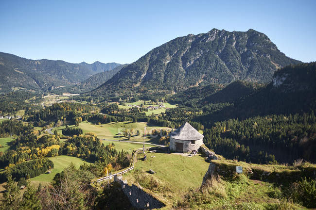 Ehrenberg Burg auf Berggipfel, Rütte, Österreich — Stockfoto