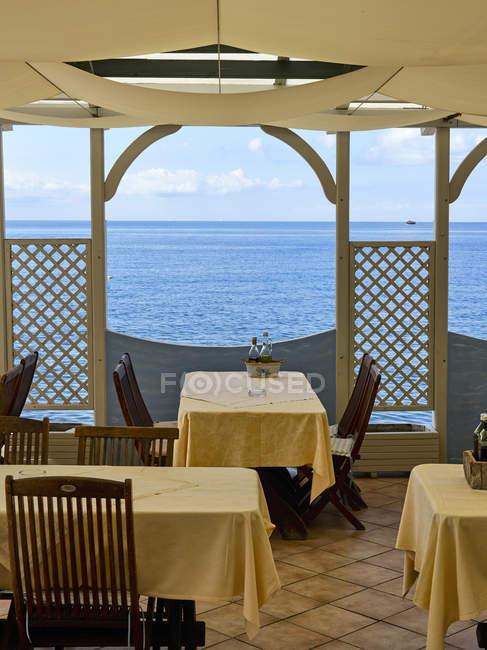 Restaurant im slowenischen Ferienort an der Adria-Küste, Piran, Slowenien — Stockfoto