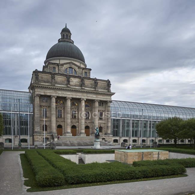 Außenseite des ehemaligen bayerischen Armeemuseum, München, Deutschland — Stockfoto
