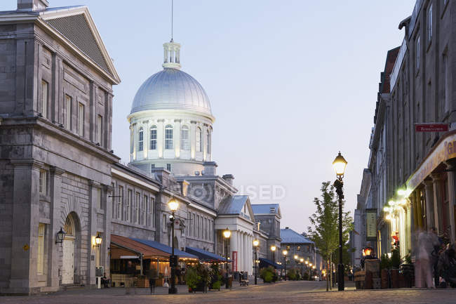 Exterior of Marche bonsecours overlooking pedestrian alley with lit lanterns — Stock Photo