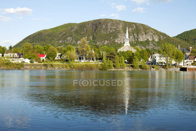 Mountain landscape with river and church, Mont St-Hilaire, Quebec, Canada — Stock Photo