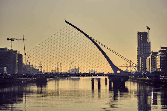 Samuel Beckett Bridge am frühen Morgen, Dublin, Irland — Stockfoto