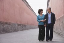 Man and woman walking together — Stock Photo