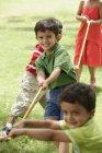 Kids playing tug-o-war — Stock Photo