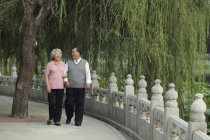 Пара людей похилого віку. — стокове фото
