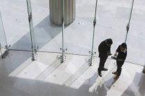 Businesswoman talking to businessman — Stock Photo