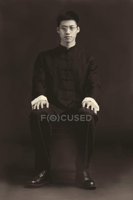 Uomo, ritratto in studio — Foto stock