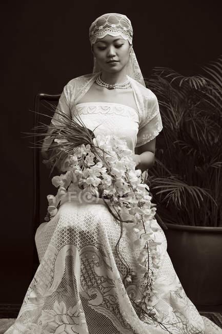 Donna in abito da sposa — Foto stock