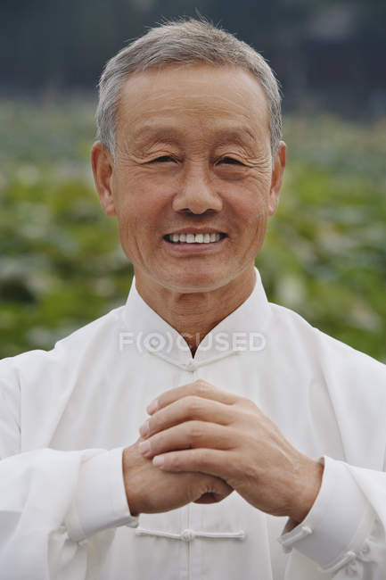 Old man smiles at camera — Stock Photo
