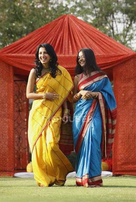 Two women in sari — Stock Photo