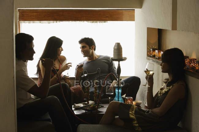 Couples enjoying drinks — Stock Photo