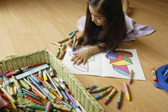 Little girl coloring — Stock Photo