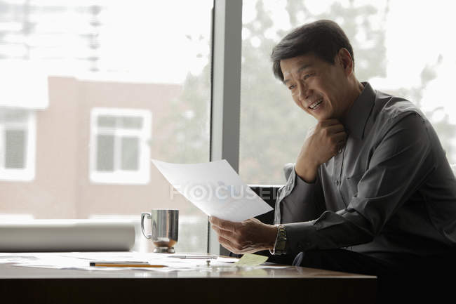 Businessman working with blueprints — Stock Photo
