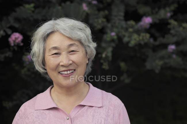 Portrait of senior woman smiling — Stock Photo