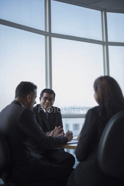 Business colleagues in discussion — Stock Photo