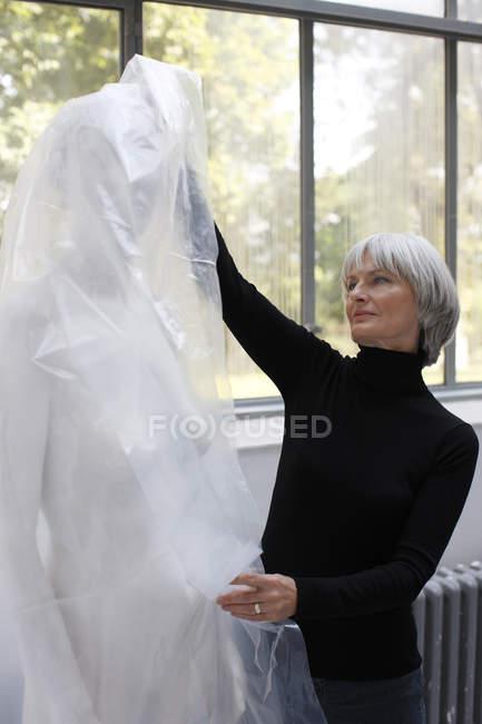 Жінка видалення пластикові — стокове фото